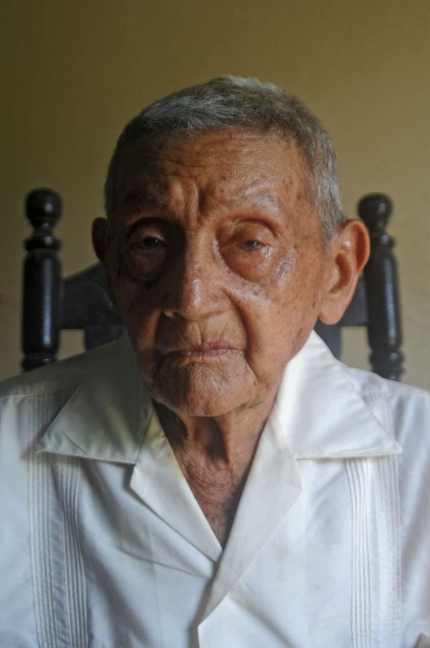 En 1972, Medardo José Tovar Salgado compró 72 hectáreas de El Aceituno gracias a un billete de lotería que ganó. Hoy tiene 96 años, está casi sordo y no se quiere morir sin que le devuelvan la tierra que le pertenece.