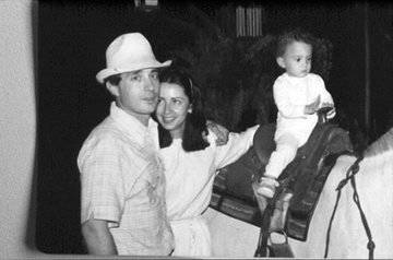 Resultado de imagen para Fotos de Álvaro Uribe con Pablo Escobar
